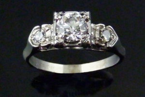 Antique Art-Deco Diamond Engagement Ring